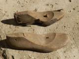 2 calapoade vechi de barbat si femeie