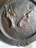 Farfurie perete decorativa  din bronz cu cai 35cm, Vase