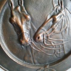 Farfurie perete decorativa  din bronz cu cai 35cm