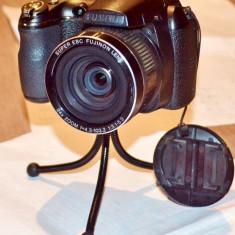 Aparat foto digital Fujifilm FinePix S3200 - DSLR Fuji, 14 Mpx, HD