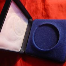 Cutie pt. Medalie - plastic si catifea, D.int. = 4 cm