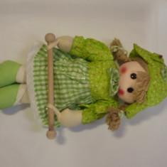 Papusa Famosa cu baston, 2-4 ani, Textil, Fata
