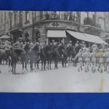 FOTOGRAFIE VECHE *OFITERII REGIMENTULUI 32 OBUZIERE LA DEFILAREA DIN 10 MAI 1923