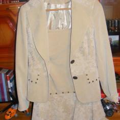 Costum dama, Marime: 38, Culoare: Crem, Costum cu fusta