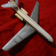 Macheta Aeromodel vechi, plastic - Avion Caravelle, cu steagul Romaniei, L=32cm