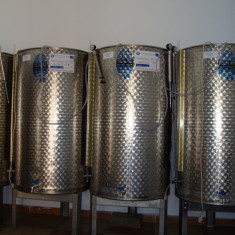 Vin alb vin rosu si roze, Romania, Demisec