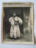 FOTO TARAN IN COSTUM POPULAR DIN TARA OASULUI ANII 30