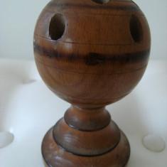 Suport vechi pentru instrumente de scris din lemn, lucrat manual, de colectie.
