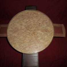 Masa de joc rotunda din lemn, alama si blat marmura 62x55 cm