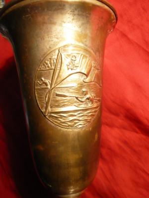 Cupa Trofeu -OSP- FRSN-RPR 1949-CANOTAJ simplu Fete ,metal argintat , lemn ,30cm foto