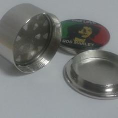 Grinder pentru maruntit tutun din metal logo Bob Marley