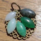 Pandantiv baza bronz fligranat cu cabochoane agata verde