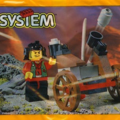 LEGO 3016 Master and Heavy Gun - LEGO Castle