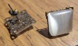 Cercei cu surub/fluture/cheita baza bronz, cu cabochon patrat ochi de pisica alb