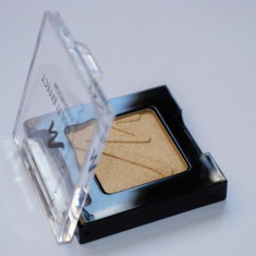 FARD DE PLEOAPE AURIU MANHATTAN MULTI EFECT EYESHADOW TOUCH OF GOLD