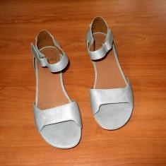 Sandale dama, marca Clarks din piele naturala model foarte deosebit, Culoare: Argintiu, Marime: 39