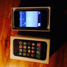 iPhone 3Gs Apple 16Gb alb, neverlocked, in stare buna, cu folie de protectie, Neblocat
