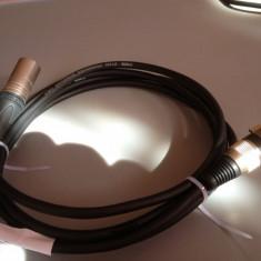 Cablu KLOTZ de microfon cu 2 XLR NEUTRIK-tata si mama- /3M lungime / IMPECABIL Altele