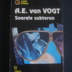 A. E. VAN VOGT - SOARELE SUBTERAN - Carte SF