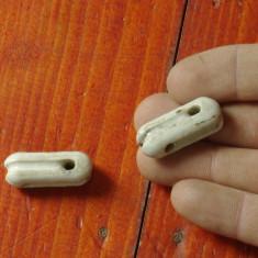 Vintage - lot 2 bucati izolator ceramic model deosebit !!!