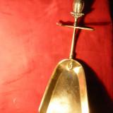 Faras pt.Cenusa din Soba - cu ornament Bufnita pe Maner, suport, bronz, 29 cm - Metal/Fonta