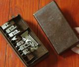Vintage - cutie veche cu accesorii pentru masina de cusut !!!!