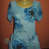 Bluza noua de voal cu flori mari - Bluza dama, Marime: M/L, Culoare: Bleu, Maneca scurta