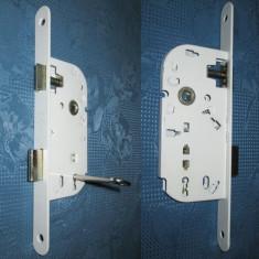 Broasca metalica noua cu cheie in stare buna.