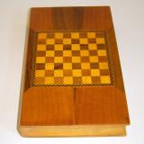 Sah si table cutie lemn cu intarsie