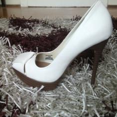 Pantofi superbi peeptoe Bershka albi, marimea 36 - Pantof dama, Cu toc