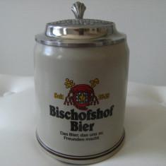 Halba bere din ceramica cu capac din zinc, marcata Bischofshof Bier 1649.