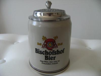 Halba bere din ceramica cu capac din zinc, marcata Bischofshof Bier 1649. foto
