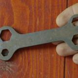 scule - unelte vechi --- cheie universala pentru bicicleta - model deosebit