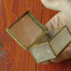 Cutie - caseta deosebita din metal si scoica ( sidef ) realizata manual - marcaj - Arta Ceramica