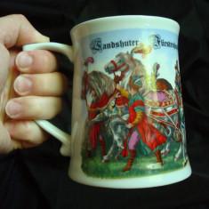 Halba bere, germana, portelan, desen personaje medievale (cavaler, cai, soldati)