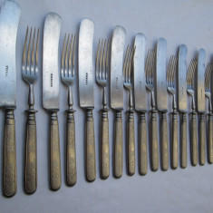 Set 11 persoane tacamuri vechi, furculite si cutite, manere din otel cromat - Argint