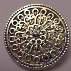 Brosa argintata