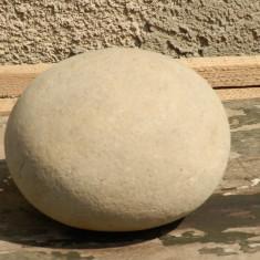 Piatra forma ovala interesanta decor - Arheologie