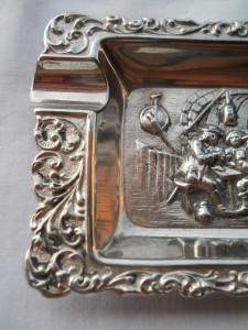 Spendida si Veche Scrumiera Vintage lucrat manual in detalii superbe si finute
