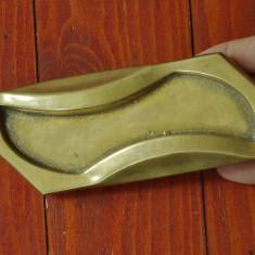 Scrumiera masiva din alama / bronz - cu marcaj - model deosebit !!!