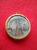 Finut si Vechi Medalion Pandativ cu Icoana in montura de alama lucrat manual