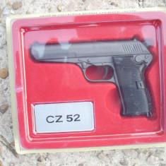 Macheta reproducere revolver metalic - CZ 52 scara 1:2, 5