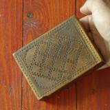 Veche cutie / caseta din lemn cu ornamente frumoase - model deosebit !!!