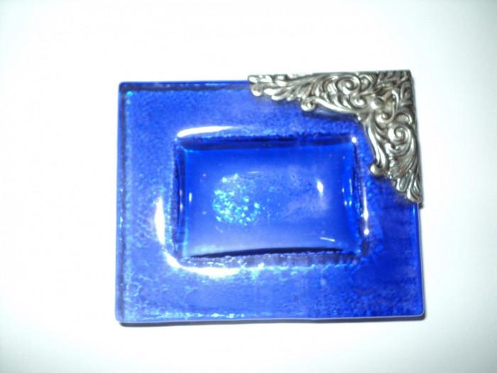 Scrumiera cobalt cu aplicatie metalica
