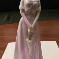 PVM - Statueta portelan domnisoara cu umbrela foarte frumoasa - Bibelou vechi