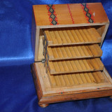 Tabachera tigarete / Cutie veche pentru tigari cu 4 etaje,din lemn. Pictata!