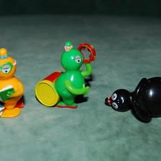 Lot 3 figurine, jucarii surpriza din ou Kinder, Barbapapa (2011), personajele 2, 8 si 9: Barbamama, Barbaletta si Barbalala, colectie, decor - Surpriza Kinder