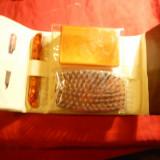 Set de voiaj in etui -AngliaSheffield cu 4 piese :  perie aspra ,  cutie pt. sapun , pieptan si pila