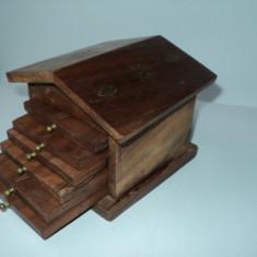 Suporturi pahare lemn cu intarsii metalice