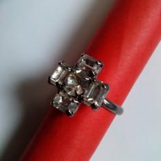 Inel din metal alb cu 5 pietre cristal, diametru ajustabil, Marime: 17